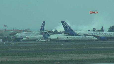 Yeşilköy'de uçaklara yakın araç yangını paniğe neden oldu