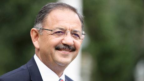 Mehmet Özhaseki: O pankart rezillik, fotoğraftan sonra fark ettim, üzgünüm