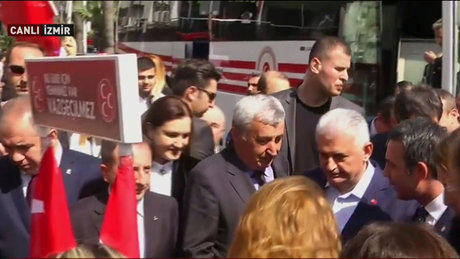 Başbakan Binali Yıldırım,MHP standını ziyaret etti