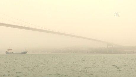Yoğun sis boğaz trafiğini aksattı