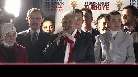 Başbakan Yıldırım balkon konuşması yaptı