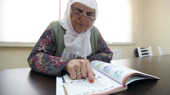 75 yaşında alfabeyle tanıştı