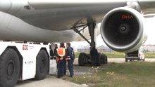 Portekiz uçağı taksi yolundan çıktı