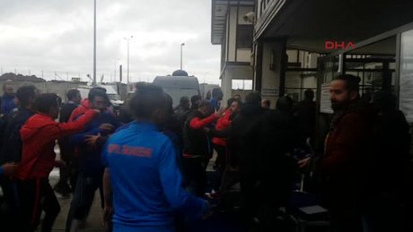 Medipol Başakşehir futbolcuları gazetecilere saldırdı 2 yaralı
