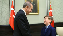 Cumhurbaşkanı Erdoğan, koltuğunu Yiğit Türk'e bıraktı