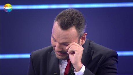 Ali Sunal gözyaşlarını tutamadı!