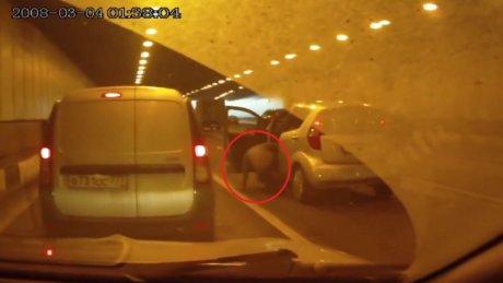 Kullandığı arabanın altında kalan kadın