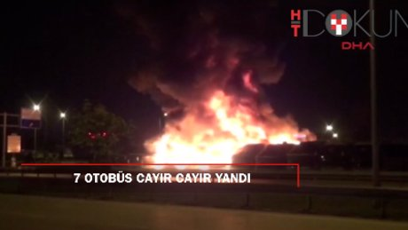Park halinde bulunan 7 otobüs alev alev yandı