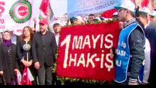 HAK-İŞ sendikası Taksim'deki Cumhuriyet Anıtı'na çelenk bıraktı