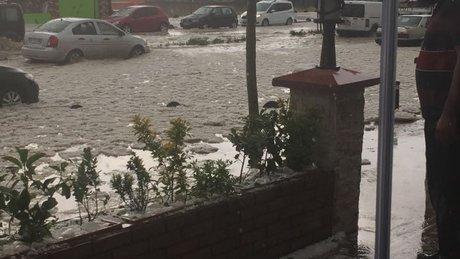 İstanbul sel oldu, taştı