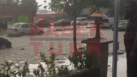 İstanbul'da dolu yağışı hayatı felç etti