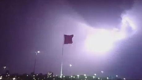 İstanbul'da yıldırım Türk Bayrağı'nı böyle aydınlattı