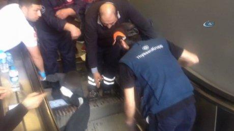 9 yaşındaki bir çocuğun bacağı yürüyen merdivene sıkıştı