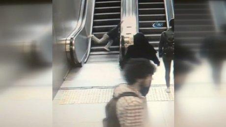 Minik çocuğun bacağı, yürüyen merdivene böyle sıkıştı