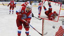 Putin buz hokeyi maçında düştü