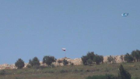 Türkiye sınırına Rus bayrağı çekildi