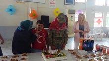 Down sendromlu 4 genç için asker eğlencesi düzenlendi