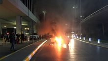 Atatürk Havalimanı'ndaki park halindeki otomobilde yangın
