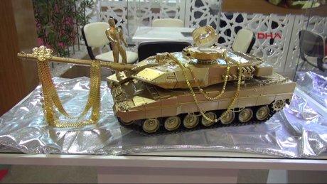 15 Temmuz şehitleri anısına 8 kilo altından tank yaptı
