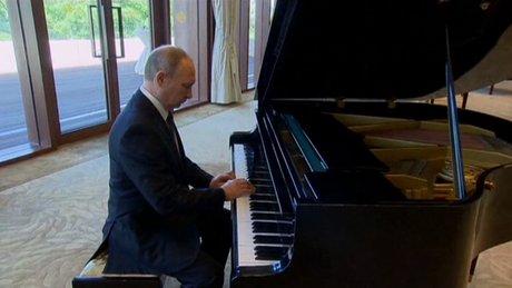 Putin Çin'de piyano çaldı