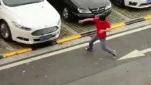Rüzgarla dans eden adam