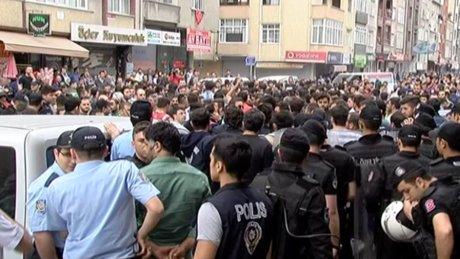 Sultangazi'de öldürülen gencin cenazesinde arbede çıktı