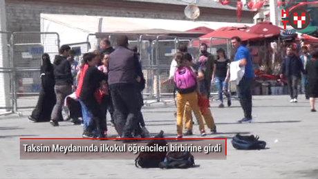 Taksim'de ilkokul öğrencileri birbirine girdi