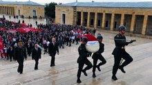 19 Mayıs törenleri Anıtkabir'e çelenk konulmasıyla başladı