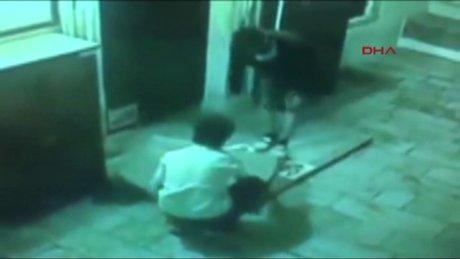 Camideki halıyı böyle çaldılar