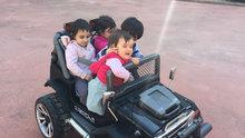 Çocuklar için küçük araçları yeniden yarattı