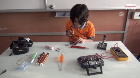 11 yaşındaki Mert bomba bulan casus drone üretti