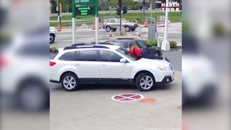 Arabasını çalan kişiye engel olmak için bakın ne yaptı