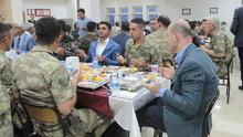 İçişleri Bakanı Soylu, iftarını asker ve güvenlik korucularıyla birlikte yaptı