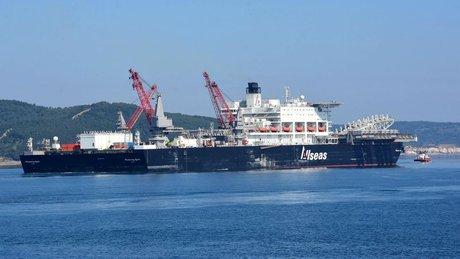 Malta bayraklı dev kablo gemisi İstanbul Boğazı'nda