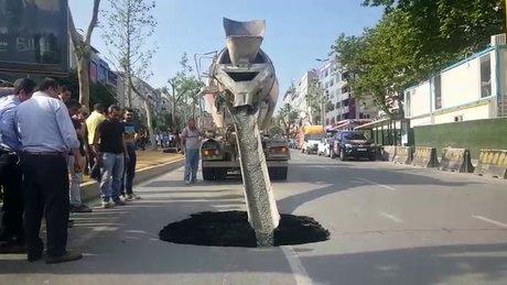 Beşiktaş'ta çöken yol beton ile dolduruluyor