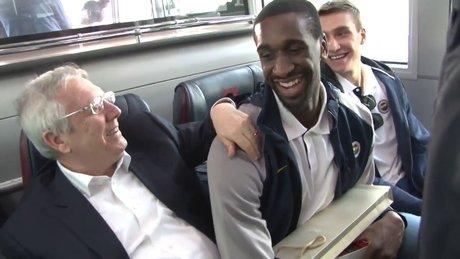 Aziz Yıldırım'la Udoh arasındaki sohbet gülmekten kırdı geçirdi!