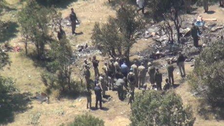 Orgeneral Akar ve beraberindeki heyet helikopterin düştüğü bölgede incelemelerde bulundu