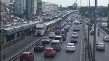 Metrobüs arızası uzun kuyruklar oluşturdu