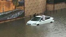 Bursa'da sağanak yağış yaşamı olumsuz etkiledi
