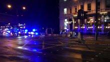 Londra Köprüsü'nde bir minibüs yayaların arasına daldı