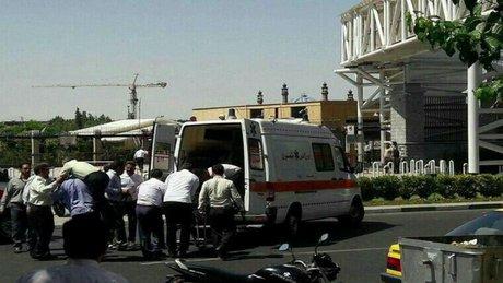 İran'da önce parlamentoya sonra Humeyni'nin mezarına silahlı saldırı!