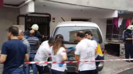 Sancaktepe'de araç eve daldı! Yaralılar var