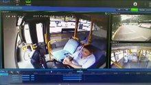 Cep telefonuyla ilgilenirken yolcusunu ezdi
