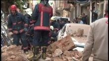 Kumkapı'da metruk bir bina çöktü