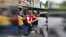 Yol verme tartışmasında polis ile dolmuş şoförü arasında arbede yaşandı