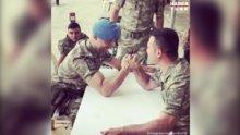 Askerler kendi aralarında bilek güreşi yaptı