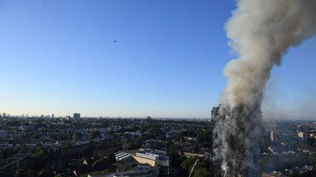 Londra'da 24 katlı binada yangın çıktı