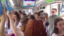 Tramvayda 'Ayrılık' performansı