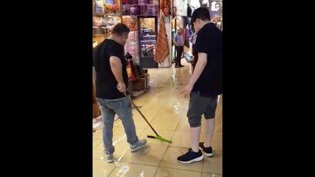 İstanbul'da yağan yağmur Kapalıçarşı'yı vurdu!
