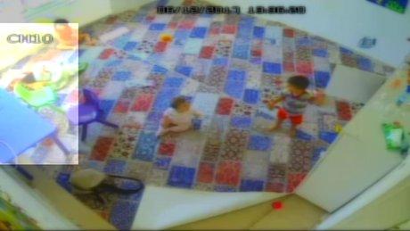 1 yaşındaki çocuğa kreşte bakıcı şiddeti kamerada